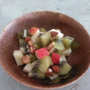 りんごとキウイのオリーブオイル和え