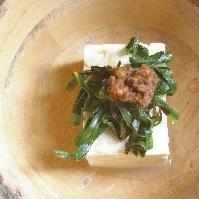 梅にら味噌の湯豆腐