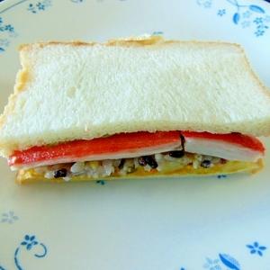 ポテトサラダと雑穀ごはんとカニカマのサンドイッチ♪