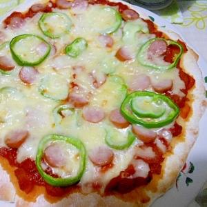 生地もソースも手作りのピザ