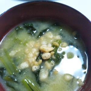 揚げ玉と小松菜のお味噌汁