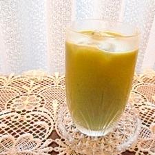 マンゴーと青汁のジュース