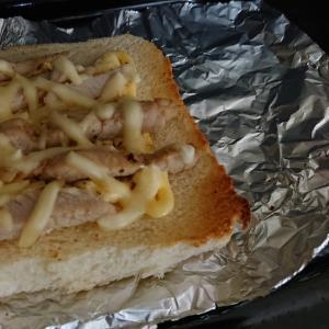 卵と豚マヨチーズトースト