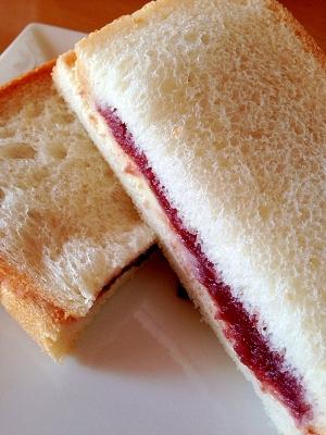 食パンであんバターサンド