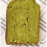 抹茶とホワイトチョコの食パン @ ホシノ天然酵母