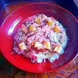 ピンクと黄色のシンプル散らし寿司