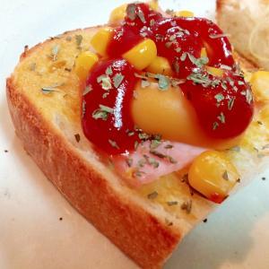 ロースハム・スモークチーズ・コーンのミニトースト