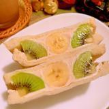 キウイとバナナのライムヨーグルトサンド