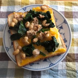 カボチャとほうれん草、ツナ、大豆のチーズトースト