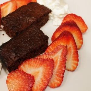 苺とおからのチョコレートケーキ