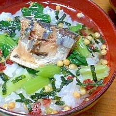 さんまの味噌煮缶と小松菜のお茶漬け