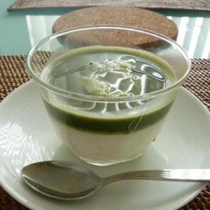 抹茶ソースがけヨーグルト