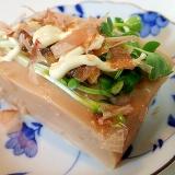 かいわれ大根とあさりの佃煮のピーナツ豆腐