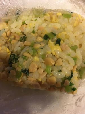 【離乳食完了期】レタスと小松菜で納豆チャーハン