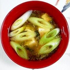 お豆腐と長葱のお味噌汁に、あおさを入れて